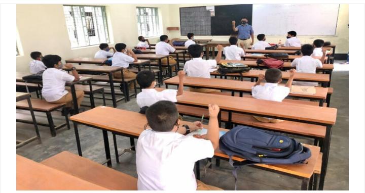 রাজশাহীতে উৎসবের আমেজে শিক্ষাপ্রতিষ্ঠানে এসেছে শিক্ষার্থীরা